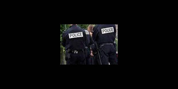 Un commissaire principal de police frappe un collègue - La Libre