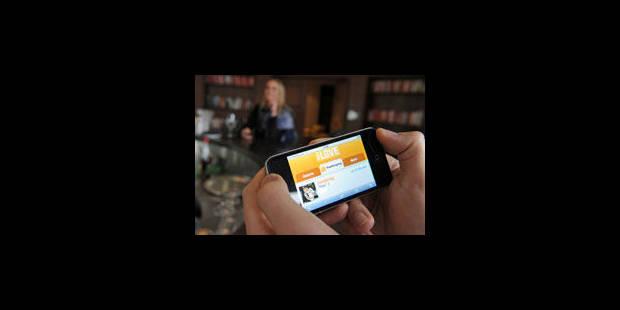 Consulter son smartphone, pire inélégance lors d'un dîner en amoureux - La Libre