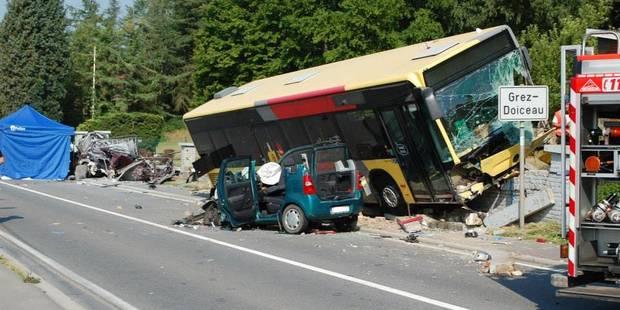 Un bus Tec se crashe à Grez-Doiceau : un mort, deux blessés graves - La Libre