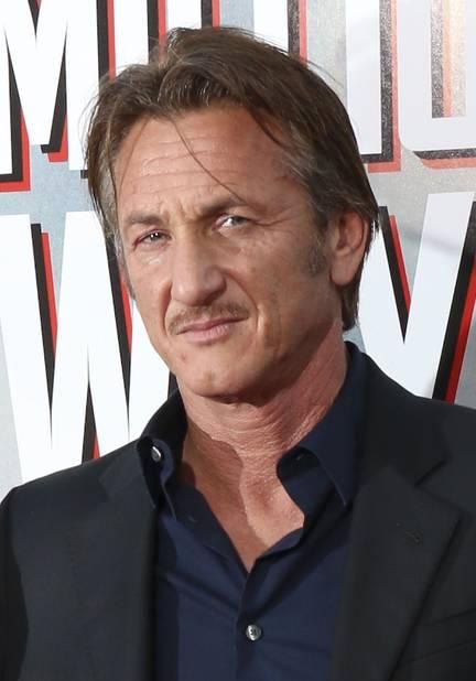 Sean Penn chez qui la moustache contribue à son air de badboy