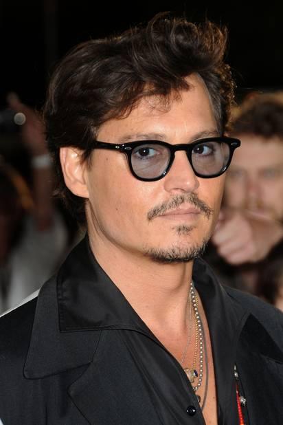 Johnny Depp aussi aime changer de look et bien tailler sa moustache