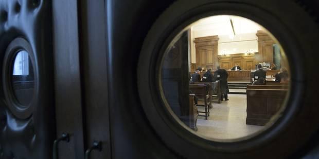 Croquis de justice: étripage entre compatriotes - La Libre
