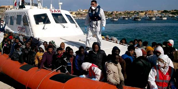 Naufrage de migrants : 3 morts et 80 rescapés en mer Egée - La Libre