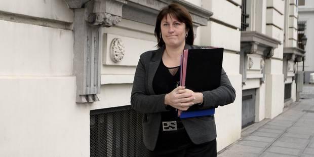 Jacqueline Galant a-t-elle tenté de conclure un marché avec le PS pour maintenir sa soeur à la tête de Lens? - La Libre