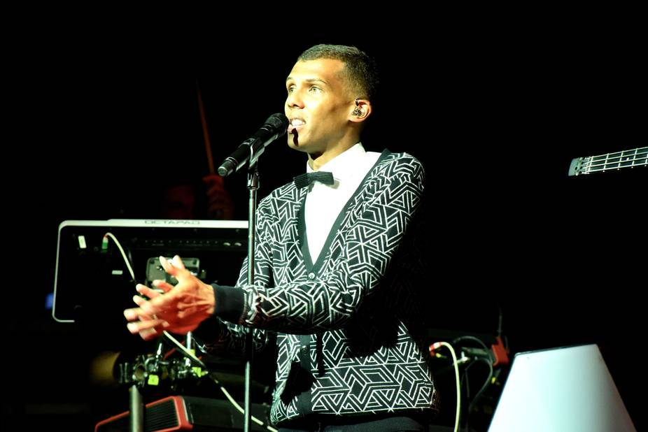stromae fait sa f te dakar malgr une coupure d 39 lectricit la libre. Black Bedroom Furniture Sets. Home Design Ideas
