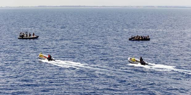 Trois Grecs soupçonnés de dépouiller des migrants en pleine mer, déguisés en gardes-côtes - La Libre