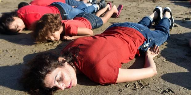 A Rabat, allongés sur la plage pour rendre hommage au petit Aylan - La Libre