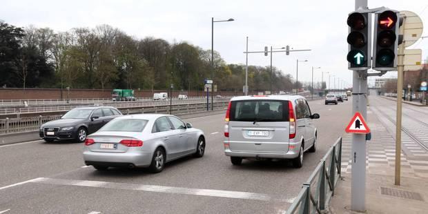 Un feu de signalisation sur deux serait inutile selon Touring - La Libre