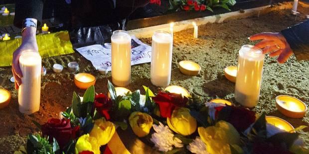 Attentats à Bruxelles: des centaines de musulmans anversois rendent hommage aux victimes - La Libre