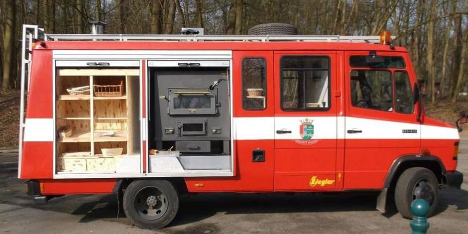 un camion de pompiers reconverti en four bois la libre. Black Bedroom Furniture Sets. Home Design Ideas
