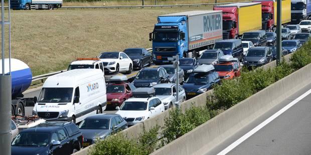 Bouchons sur les routes des vacances ce week-end: attention aux détrousseurs ! - La Libre