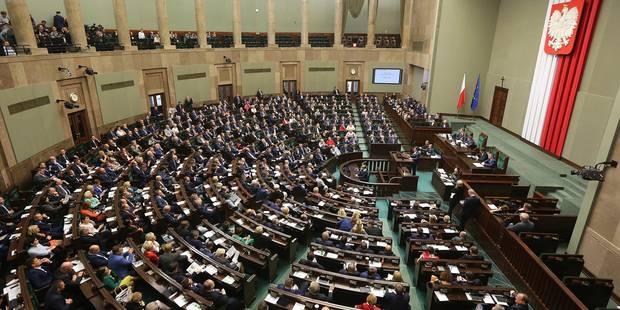 Pologne: la rue fait avorter le texte de loi contesté - La Libre