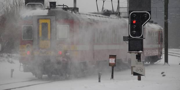 Verglas: 550 personnes bloquées dans deux trains, les voyageurs ont pu rejoindre Arlon avant minuit - La Libre