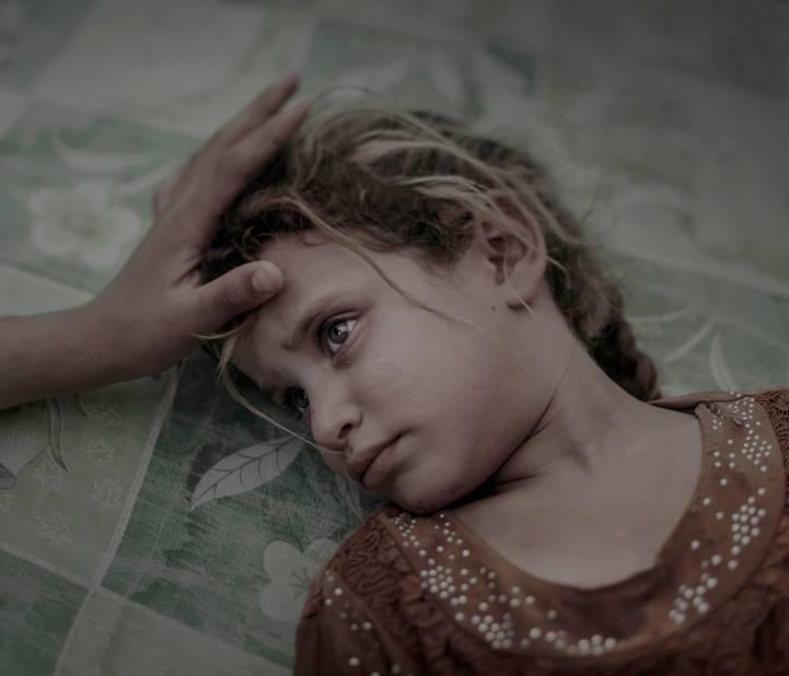 ***1er prix People***  Maha, 5 ans, est couchée sur une matelas crasseux dans un camp de réfugiés de Debaga, près de Mossoul (Irak)