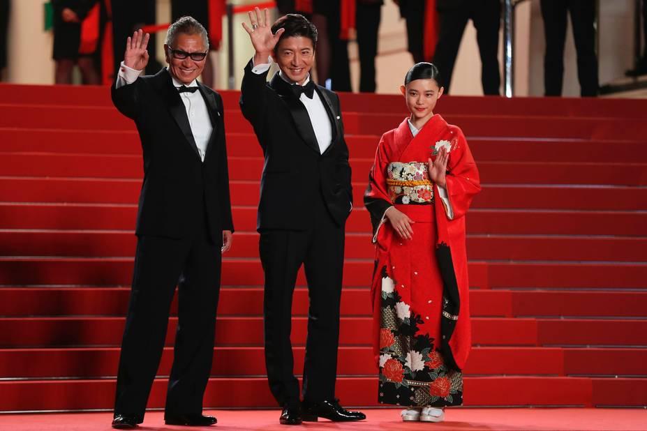 Le réalisateur Takashi Miike avec l'acteur Takuya Kimura et Hanna Sugisaki pour le film