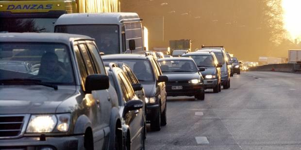 Des panneaux rappelant aux automobilistes le principe de la tirette installés en Wallonie - La Libre