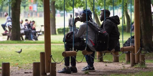 Enquête ouverte après des accusations de racket de policiers sur des migrants - La Libre