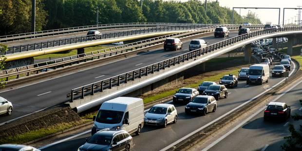 Gros embarras de circulation sur la E40 en direction de la Côte après un accident à Nevele - La Libre