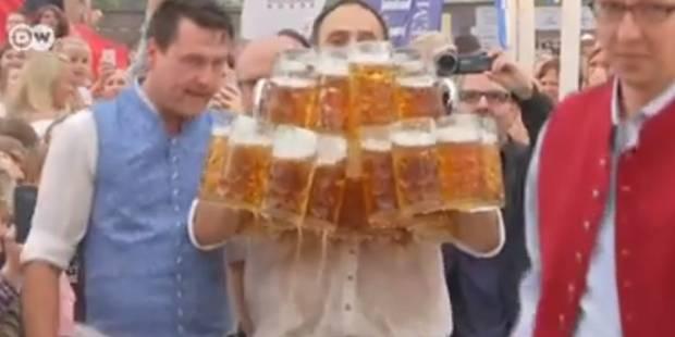 Un serveur allemand bat son propre record du monde de porter de chopes - La Libre