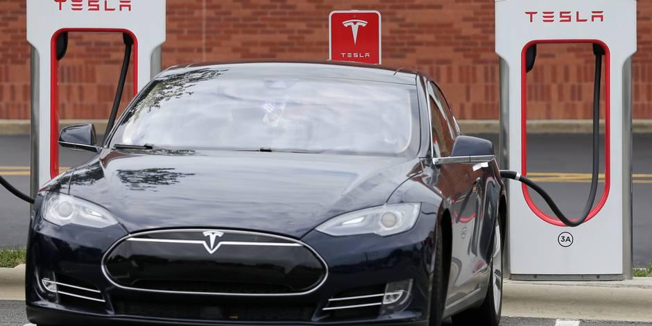 Tesla débride ses véhicules pour aider les automobilistes à fuir l'ouragan — Irma