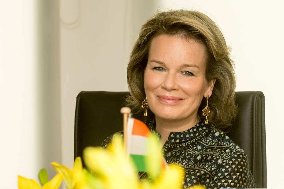 La reine a choisi une robe Anita Dongre, créatrice indienne. Comme l'avait fait Kate Middleton lors de son voyage officiel en Inde.