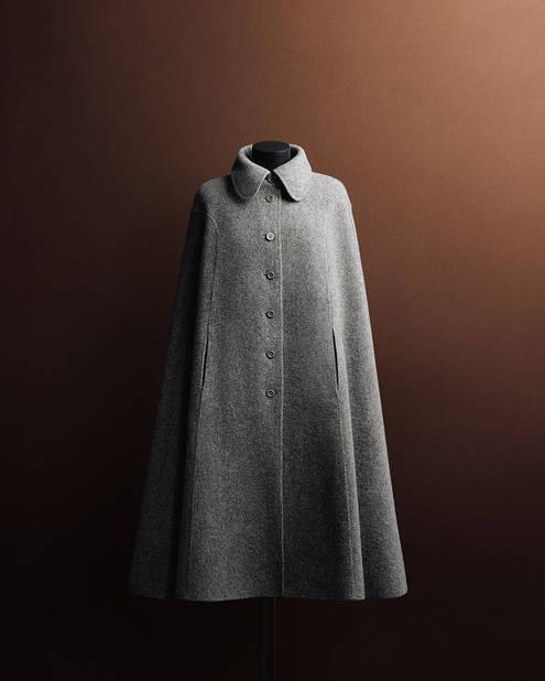 Manteau-cape MaxMara par Karl Lagerfeld collection 71/72