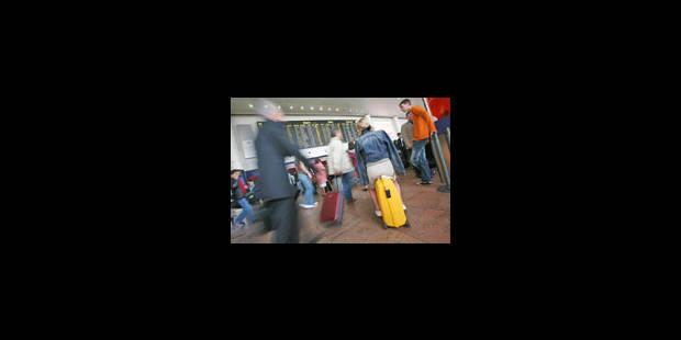Brussels Airport pose un geste après la grève