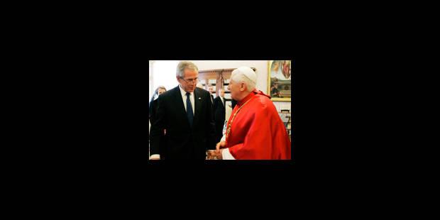 """Bush rencontre le pape qui appelle à une solution """"négociée"""" au M-O - La Libre"""