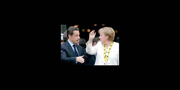 Sarkozy fait un éloge appuyé et intime de Merkel