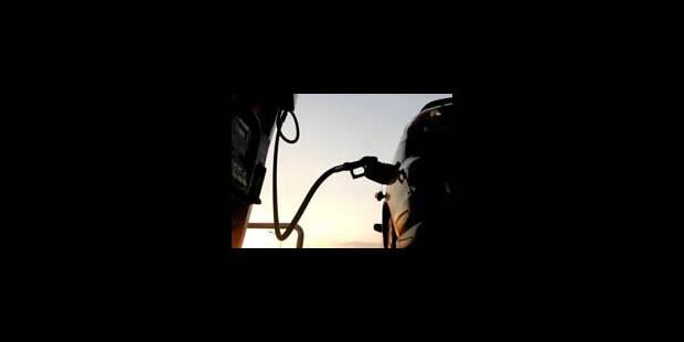 Le pétrole chute de 16 dollars sur la semaine