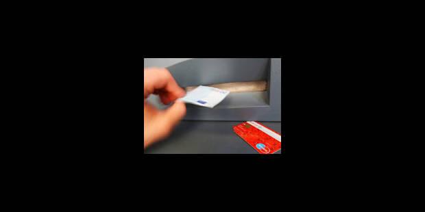 Une bande de copieurs de cartes démantelée - La Libre