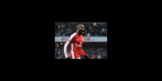 Emile Mpenza défie Arsenal