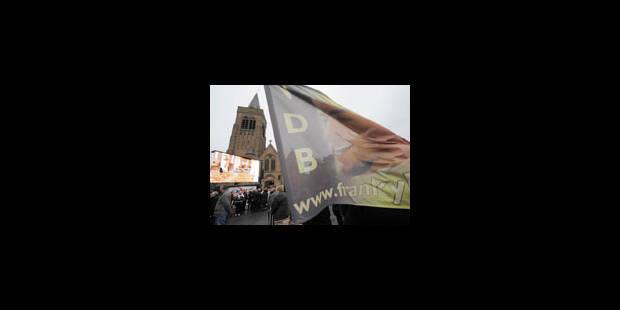 1500 personnes aux funérailles de Frank Vandenbroucke - La Libre