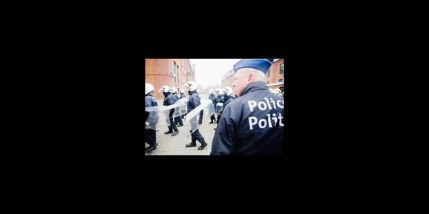 Les policiers sur les dents - La Libre