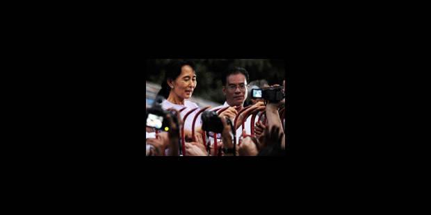Aung San Suu Kyi libérée: la foule se précipite vers la villa