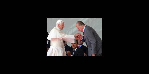 L'accueil chaleureux du Pape relègue les polémiques