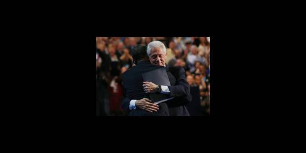 Clinton désigne formellement Obama comme candidat