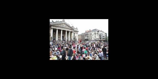 500 participants pique-niquent boulevard Anspach - La Libre