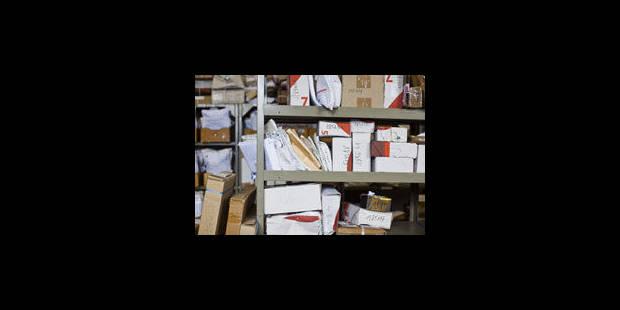 Les fonctionnaires dépensent une fortune en timbres-poste !