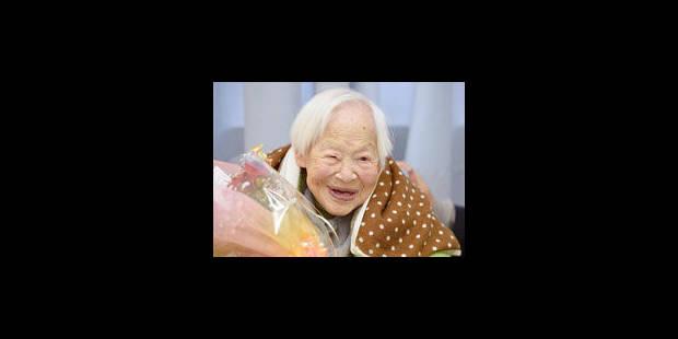 La femme la plus vieille du monde souffle 115 bougies