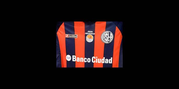 Le nom du pape sur le maillot du club de San Lorenzo - La Libre