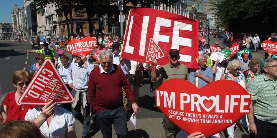 L'Irlande adopte une loi controversée sur l'avortement dans certains cas (Photos)