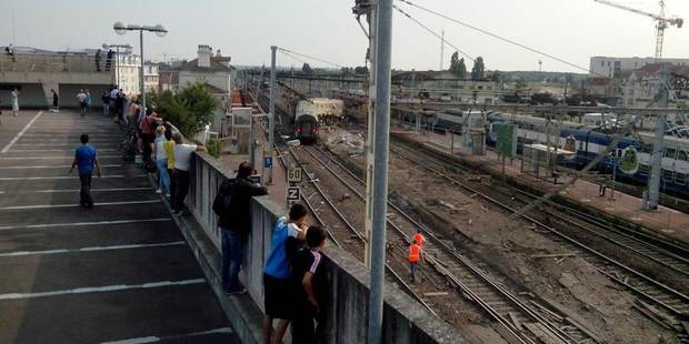 Un train déraille près de Paris: Le temps des questions - La Libre