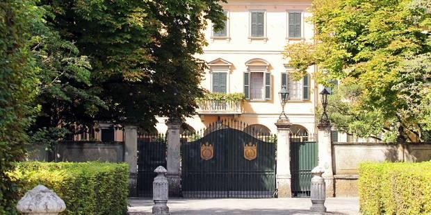 Berlusconi, assigné à luxueuses résidences - La Libre