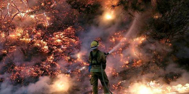 La Californie toujours en proie aux flammes et à la fumée - La Libre