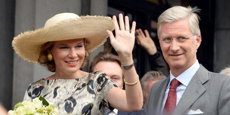Joyeuse entrée à Mons: plus de 5.000 personnes accueillent Philippe et Mathilde à Mons