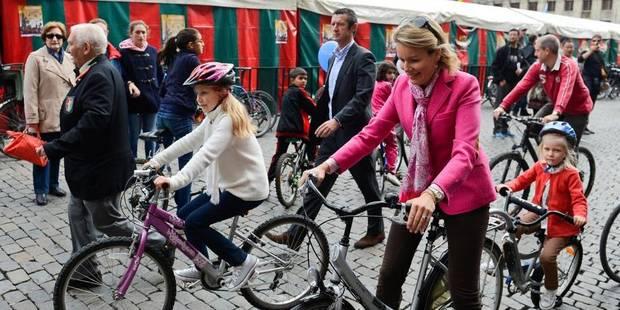 Le Roi et la Reine à vélo pour le dimanche sans voiture - La Libre
