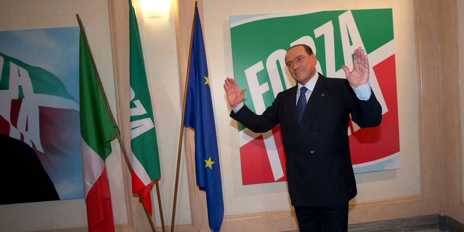 """Démissions en série: le dernier """"chantage"""" de Berlusconi"""
