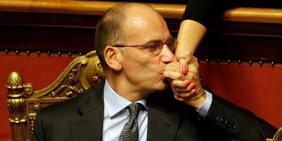 Berlusconi capitule devant la fronde interne