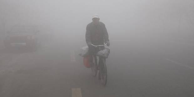 Une métropole chinoise paralysée par un épais brouillard de pollution - La Libre